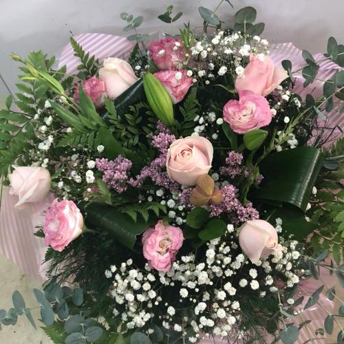 זר פרחים 13